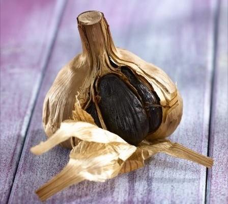 Carottes poêlées et sauce à l'ail noir