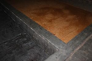 grands bacs en béton pour le mélange kôji-eau-sel