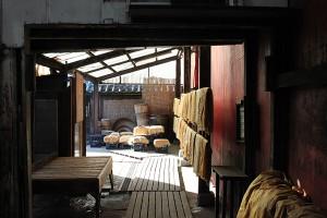 Séchage du linge de lin pour kôji
