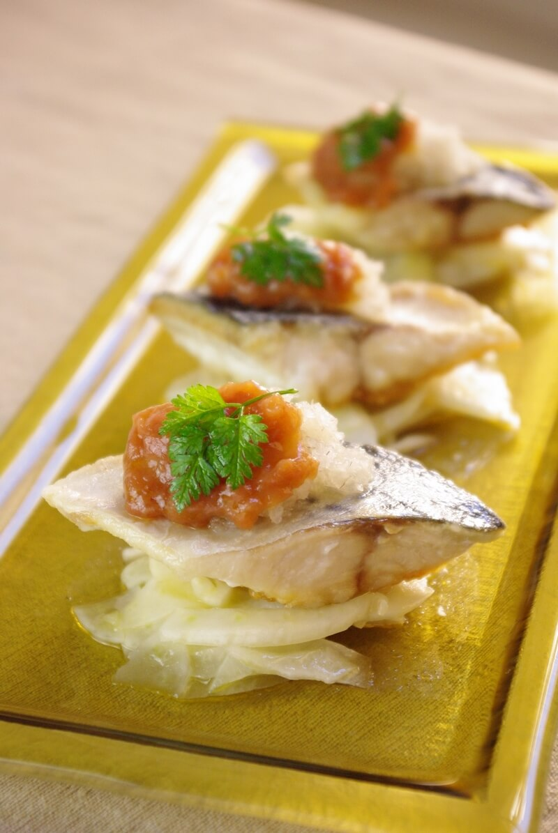 Maquereau grillé, sauce umeboshi