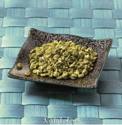 Les baies de sansho raisin séchées sur tige