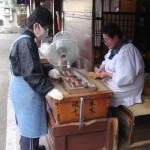 Préparation des brochettes Yakitori